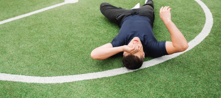 man suffers sports concussion