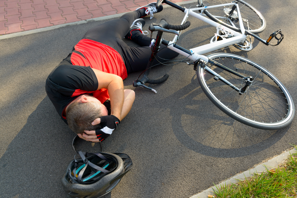 concussion patient hits head from bicycle fall