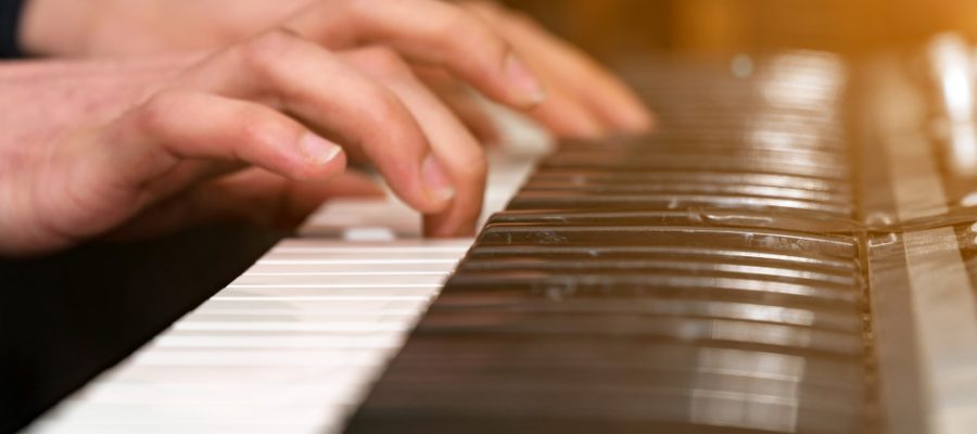 pianist affected by dystonia