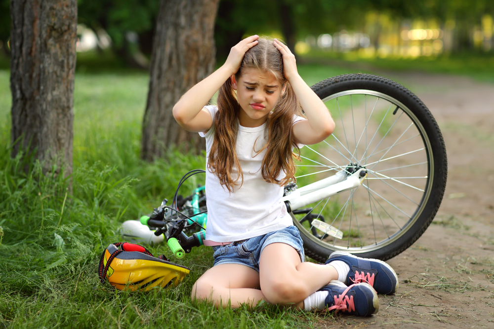 girl falls off bike gets concussion