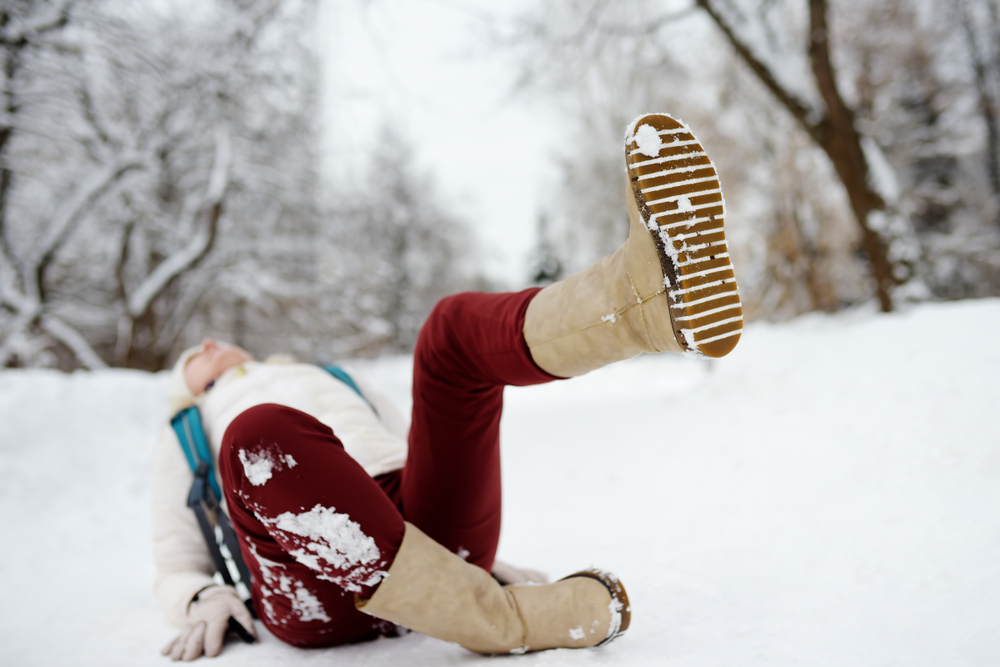 woman falls on ice suffers concussion