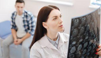 patient sees concussion specialist