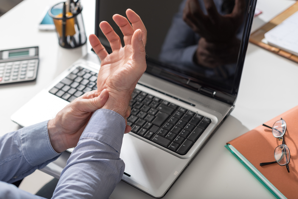 person with carpal tunnel syndrome