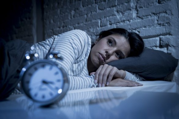 concussion recovery time - a woman can't sleep because of her concussion